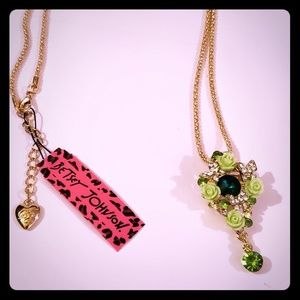 NWT Betsey Johnson Flower Necklace
